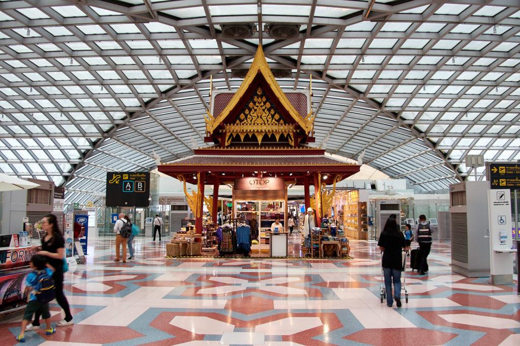 Suvarnabhumi Airport Bangkok: handicrafts