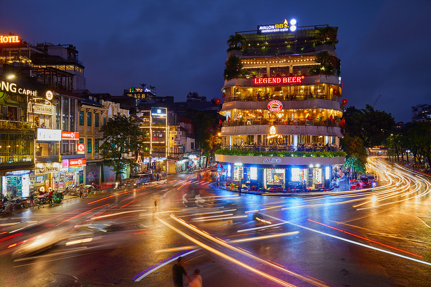 A formula for crossing the road in Hanoi
