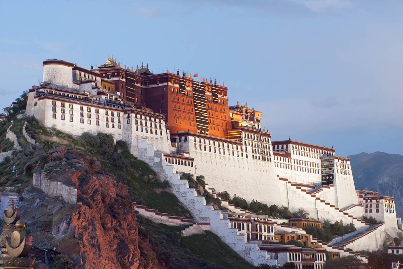 Novel coronavirus closes Tibet