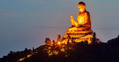 Hiking at Big Buddha and  the Wisdom Path